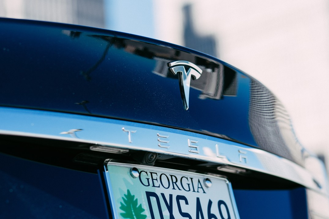 deck-lid-tesla-closeup