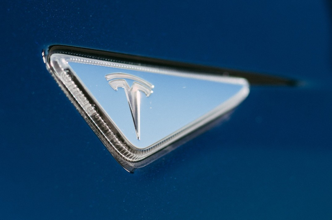 tesla-side-marker-close-up